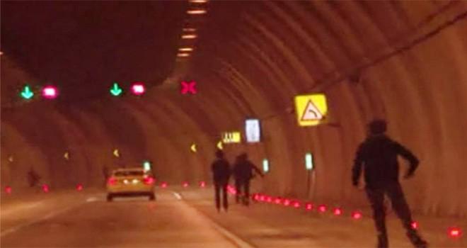 Dolmabahçe Tüneli'nde 5 gencin tehlikeli oyunu