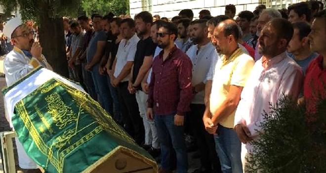 Beşiktaş'ta denizde boğulan genç toprağa verildi