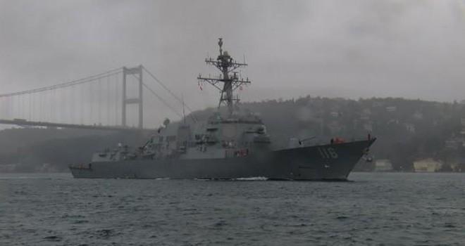 ABD savaş gemisi İstanbul Boğazı'ndan Marmara Denizi'ne açıldı