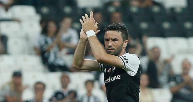 Beşiktaş Gökhan ve Atiba ile sözleşme uzattı
