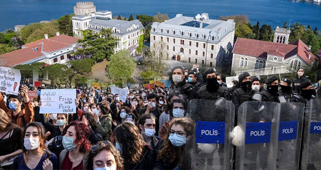 Beşiktaş'taki Boğaziçi Üniversitesi'nde olaylar sürüyor