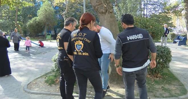 Okul çevrelerinde aranan 11 bin şüpheli yakalandı