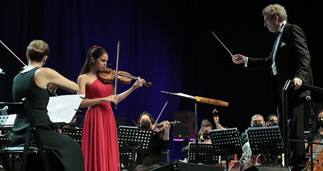 Cemal Reşit Rey Senfoni Orkestrası  müzikseverleri İspanya'ya müzikal yolculuğa çıkardı