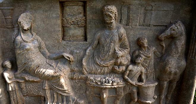 Parion Antik Kenti'nde 1900 yıllık mezar taşı bulundu