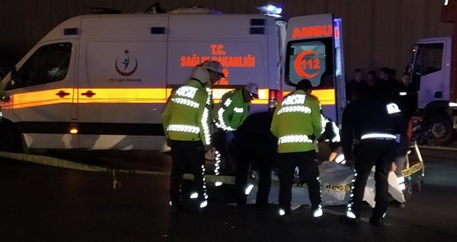 Scooter sürücüsü 17 yaşındaki genç otomobilin altında kaldı