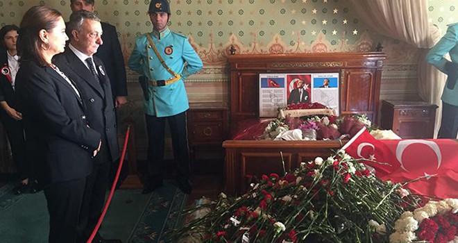 Başkan Çebi'den Dolmabahçe'de saygı duruşu