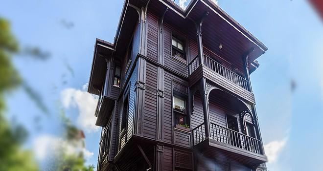 Arnavutköy'deki tarihi köşke büyük ilgi
