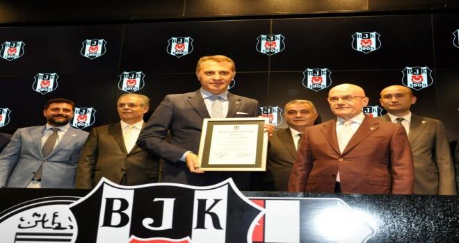 Beşiktaş'ın yeni yönetimi mazbatalarını aldı
