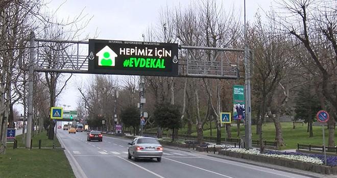 Trafik tabelalarında evde kal sinyali