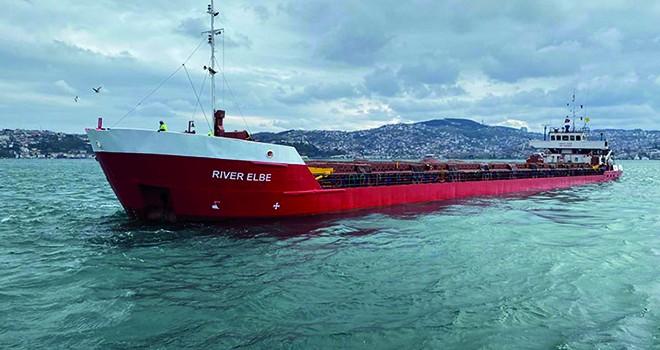 İstanbul Boğazı'nda yük gemisi sürüklendi