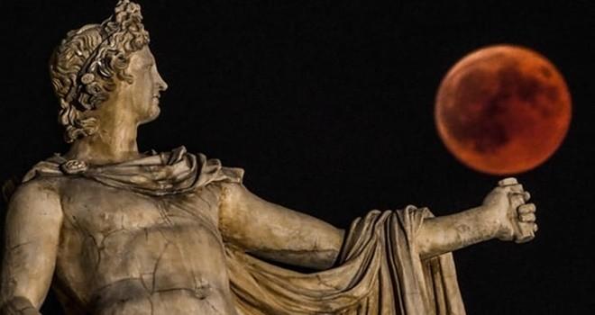 Dünyadan kanlı ay tutulması görüntüleri