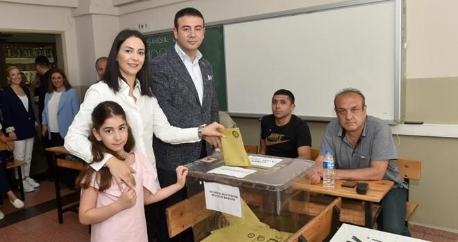Beşiktaş Belediye Başkanı Rıza Akpolat ailesi ile birlikte oyunu kullandı