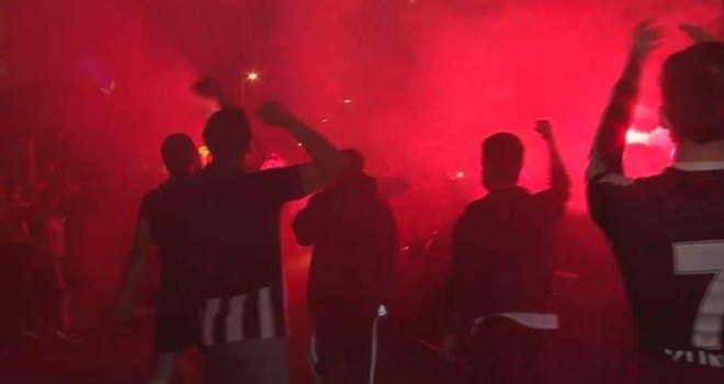 Beşiktaş Çarşı'da, taraftarlar şampiyonluğu böyle kutladı!..
