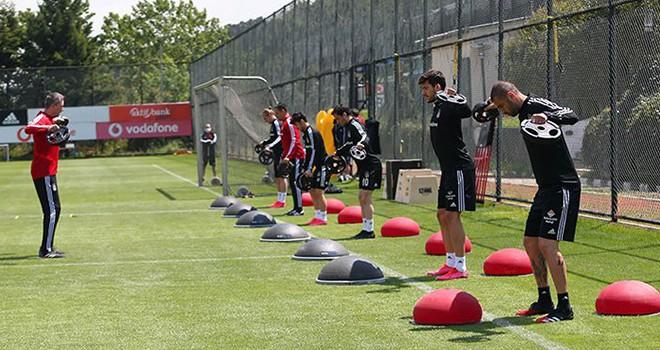 Beşiktaş'ta gruplar halinde çalışmalara devam
