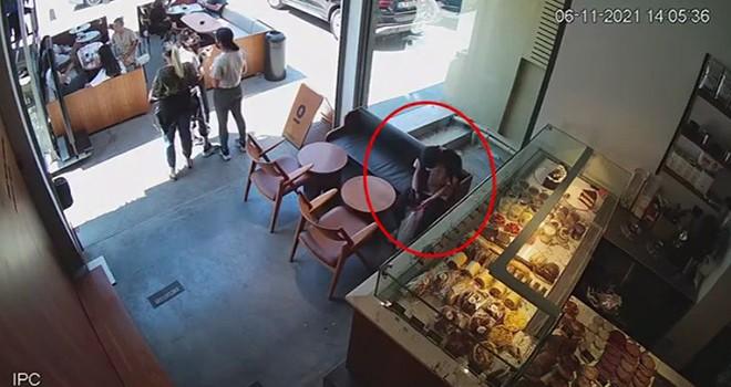Kafede cep telefonu hırsızlığı