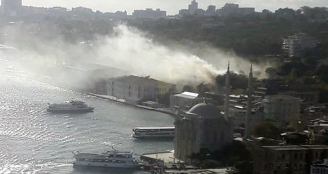 Beşiktaş'ta tarihi lisede yangın
