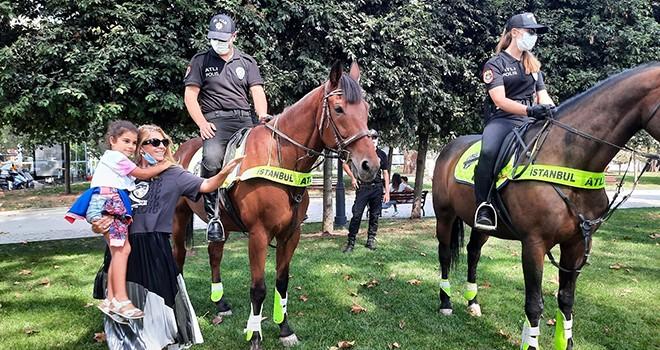 Atlı polisler Beşiktaş'ta!