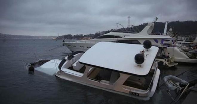 Bebek'te lüks tekne battı