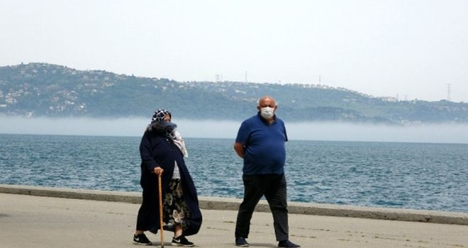 Beşiktaş'ta 65 yaş üstü sahilleri doldurdu