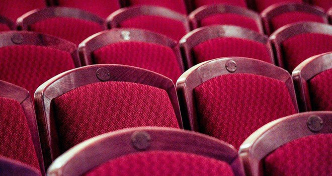 Evde online seyredebileceğiniz tiyatrolar