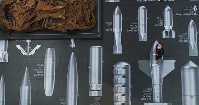 Ai Weiwei'den Londra'da Bombalar Tarihi Sergisi