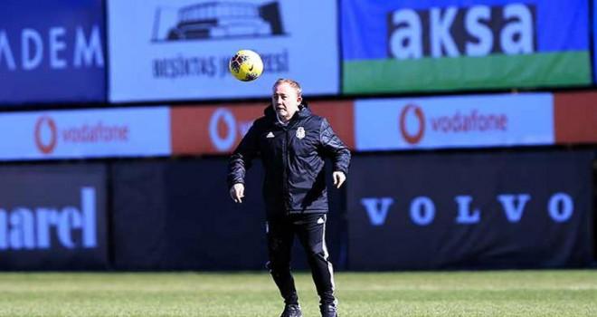 Beşiktaş idmanında Sergen Yalçın çift kale maçta oynadı