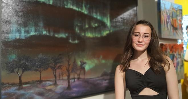 17 Yaşındaki Ressam Alev Aydın'ın Kuzey Işıkları Tablosu Büyük Beğeni Topladı