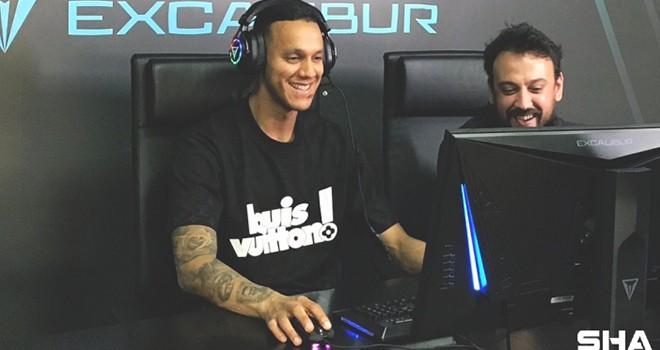 Oyun tutkunu Josef de Souza'ya özel konfigüre edilmiş oyun bilgisayarı