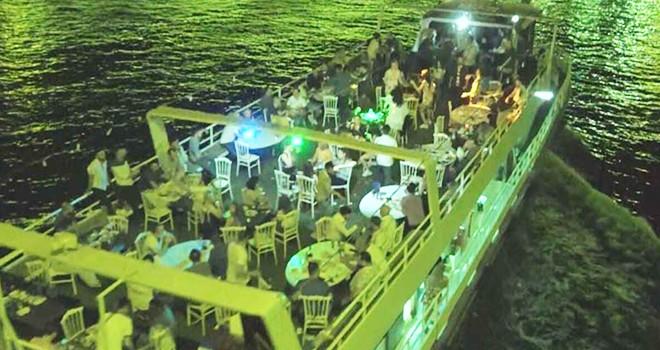 İstanbul Boğazı'ndaki yat partilerinde Korona'ya davetiye