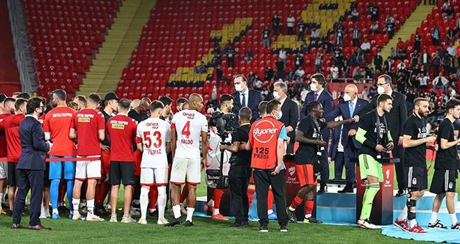 Türkiye Kupası töreninde jest dolu anlar