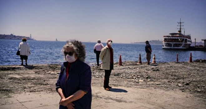 Beşiktaş'ta 65 yaş üstü sahile akın etti
