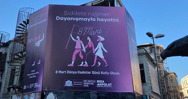 Beşiktaş'ın sokaklarına Kadınlar Gününe özel görseller yerleştirildi