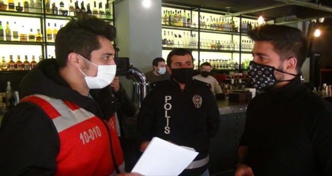 Beşiktaş'ta mesafeye uymayan masalar kaldırıldı