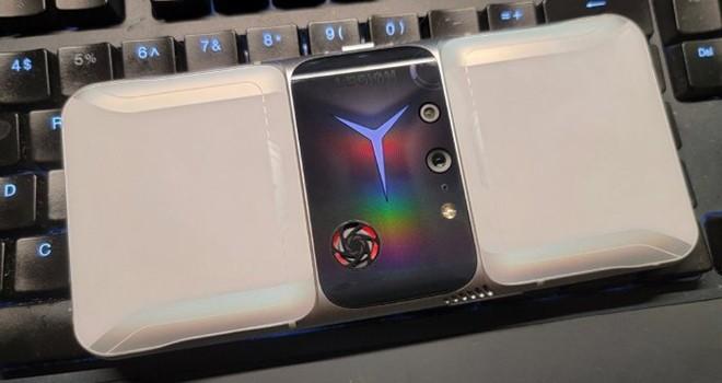 Lenovo'dan yeni oyun telefonu
