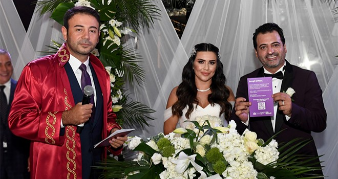 Beşiktaş'ta evlenen çiftlere İstanbul Sözleşmesi kartı veriliyor
