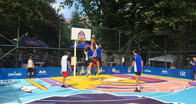 Abbasağa Basketbol Sahası'nda Red Bull Half Court 3x3 Basketbol Türkiye Turnuvası