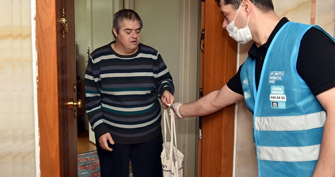 Beşiktaş'ta engelsiz kursiyerlere hijyen kiti dağıtıldı