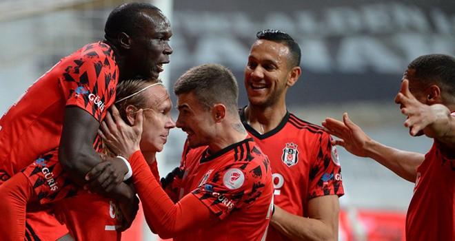 Siyah-beyazlı futbolcuların finale yükselme sevinci