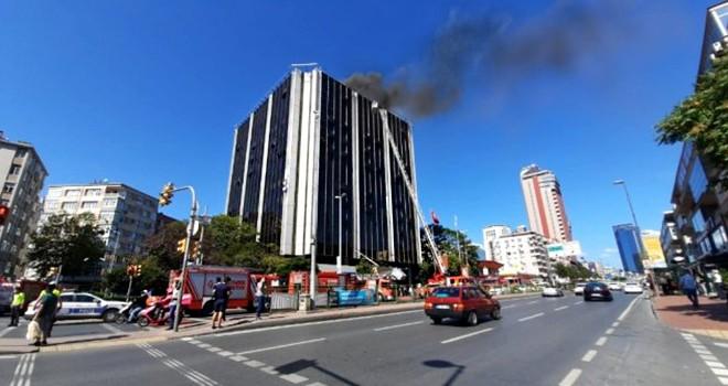 Balmumcu'daki iş merkezindeki yangın korkuttu