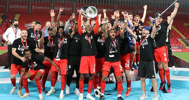 Beşiktaş'ta üçüncü kez çifte kupa