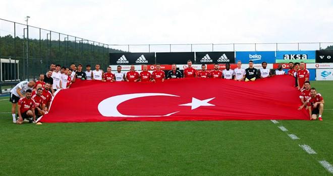 Beşiktaş'tan Türk Bayraklı kutlama